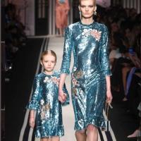 Milano Fashion Week 2017: Elisabetta Franchi ci porta a Parigi, l'inverno è in rosso per Laura Biagiotti