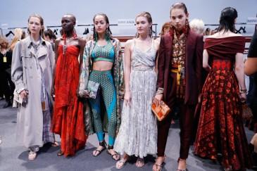 Milano fashion week 2017 sfilano le top model storiche in for Settimana della moda milano 2018